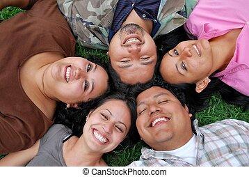 studenci, hispanic, twarze, szczęśliwy