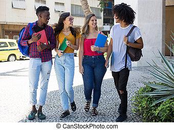 studenci, międzynarodowy, pieszy, grupa, uniwersytet