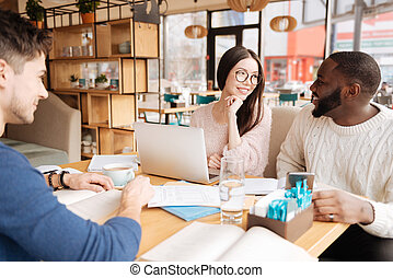 studenci, rozmowa, kawiarnia, grupa, posiadanie