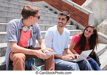 studenci, używając, szczęśliwy, tabliczka, cyfrowy