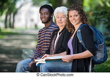 studenci, zaufany, uniwersytecki obręb szkoły, posiedzenie