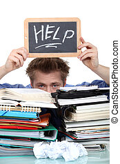student, fylld med vatten, under, skrivbordsarbete