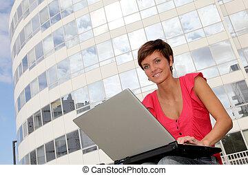 student, hos, högskola campus, med, laptopdator