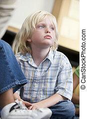 student, i kategori, sitta på golvbeläggning, uttråkad, (selective, focus)