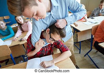 student, pojke, lidande, av, klasskamrat, gyckel