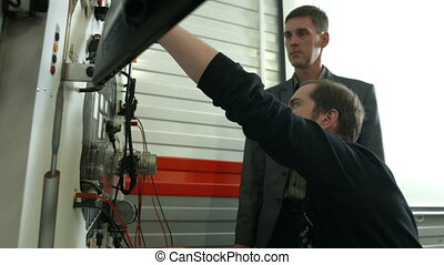Student practice with machine internal engine
