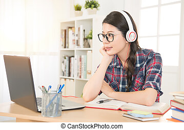 student watching video lecture on line