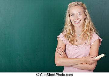 studente, femmina, lavagna, contro, felice