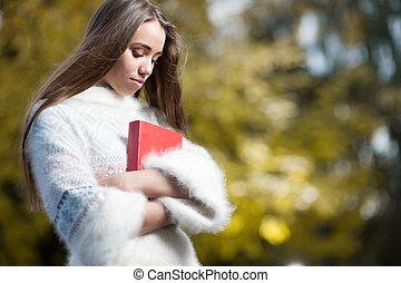 studente femmina, presa a terra, libro