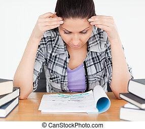 STUDENTE, lei, compito, accentato
