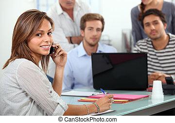 studente, parlando telefono