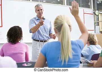 studenten, antworten, fragen, in, mathe, klasse, mit, lehrer