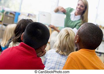 studenten, klasse, mit, lehrer, lesende , zu, sie, (depth,...