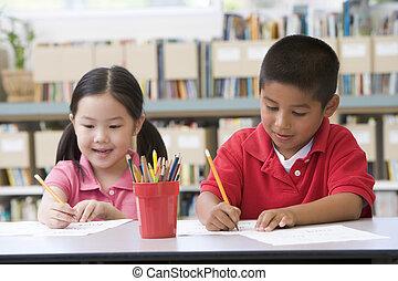 studenten, klasse, zwei, schreibende