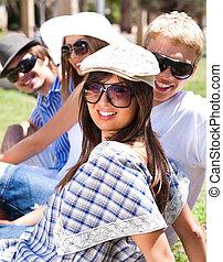 studenten, lächeln, gruppe, junger