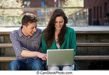 studenten, laptop, arbeitende , entspannend, draußen