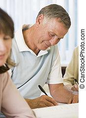 studenten, studieren, andere, erwachsener, älterer mann