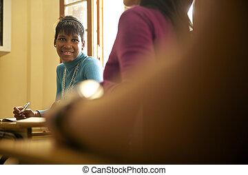 studenten, und, gymnasium, bildung, porträt, von, schwarz, junge frau, während, prüfung