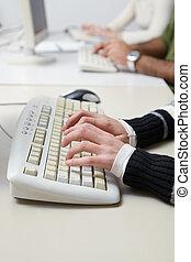 studenti, computer tastiera, classe, dattilografia