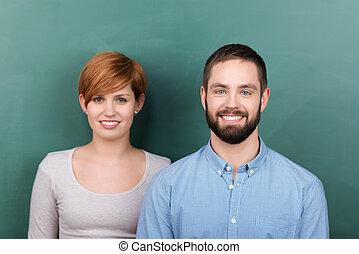 studenti, femmina, maschio, lavagna, contro