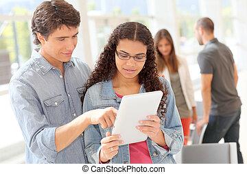 studenti, touchpad, università, salone, usando