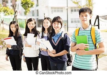 studentsstanding, adolescente, agrupe
