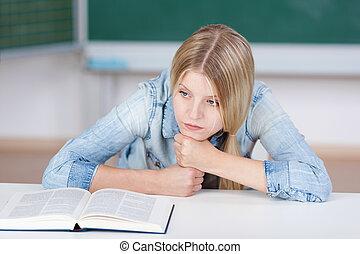 studerend , weg, het kijken, terwijl, student, tafel