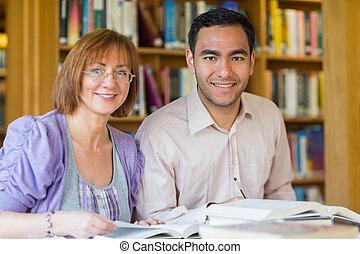 studerende, indstudering, bibliotek, voksen, sammen