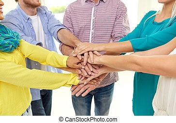 studerende, stakke, gruppe, hænder