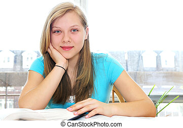 studiare, ragazza adolescente, felice