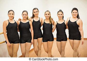 studio danse, groupe, femmes