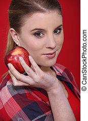 studio, femme mange, pomme, rouges