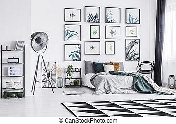 studio, king-size, gulv, mur hænge, klar, seng, placer, lampe, sort, soveværelse, interior, plakater, hvid, gulvtæppe