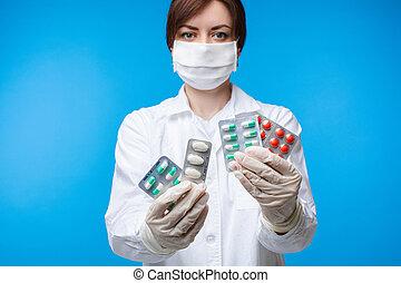 studio, monde médical, masque, différent, tablettes, bleu, isolé, sécurité, tenue, femme, fond, poser