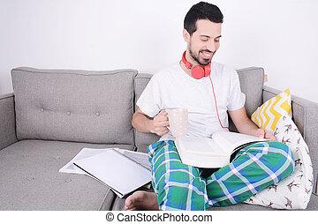 studying., homem jovem