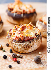 Stuffed champignons with ham and cheese - Delicious stuffed...