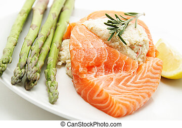 Stuffed salmon with asparagus on the side