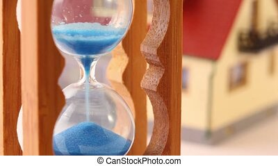 stuk speelgoed huis, en, hourglass, vrijstaand, op wit