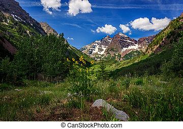 Maroon Bells - Stunning Maroon Bells peaks in summer near...
