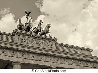 Stunning Quadriga sculpture in Brandenburg Gate - Berlin, German