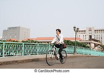 styl życia, pojęcie, rower, ludzie, słuchawki, -, młody, ulica, jeżdżenie, miasto, przewóz, człowiek