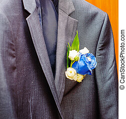 stylish suit groom boutonniere