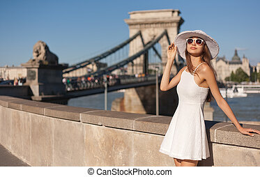 Stylish young tourist woman. - Outdoors portrait of elegant...