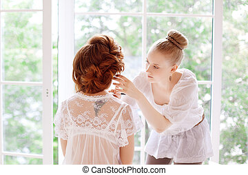 Stylist makes makeup bride before the wedding - Stylist...