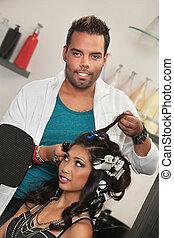 stylista, usuwa, włos curlers