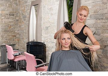 stylista, wysuszający, włosy, od, samica, klient, na,...