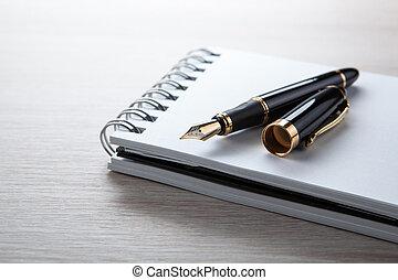 stylo fontaine, bloc-notes, bureau