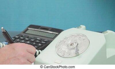 stylo, récepteur, fermé., tient, vieux, apparatus., téléphone, écrit, data., conversation., compte, calculatrice, main