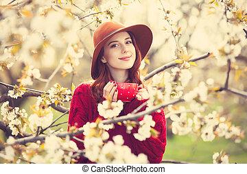 suéter, mujeres, sombrero, taza roja