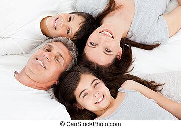 su, abajo, acostado, cama, familia